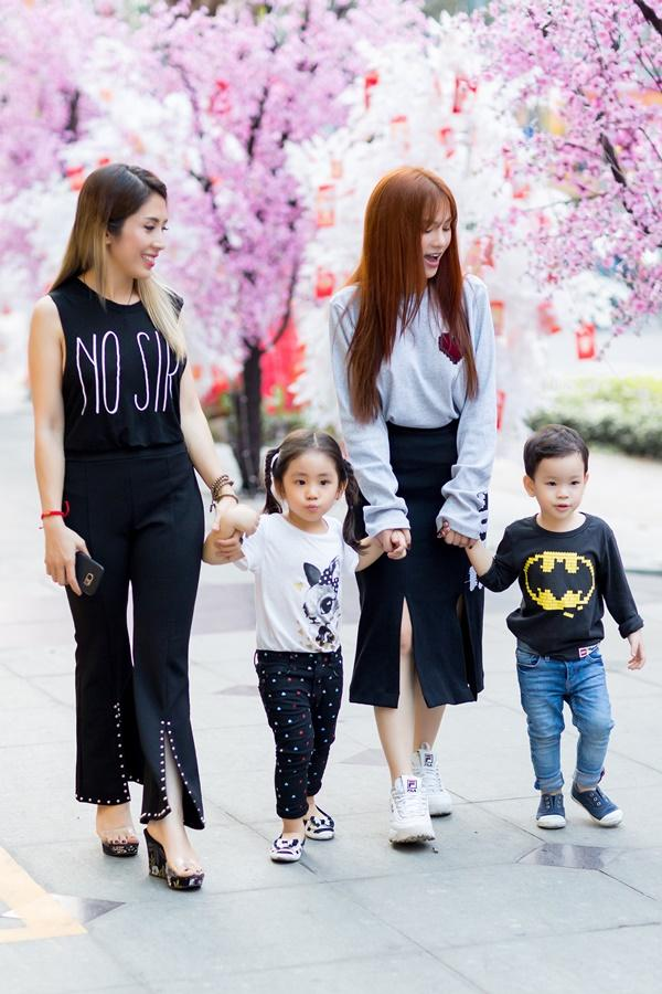 Dạo phố đầu xuân cùng con trai, single mom Thu Thủy đã buông bỏ hoàn toàn bi lụy-11