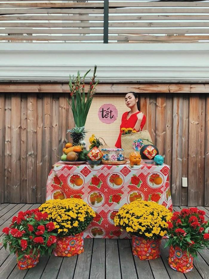 Cách ăn tết trong gia tộc triệu đô chồng của ngọc nữ Hà Tăng qua các năm-3