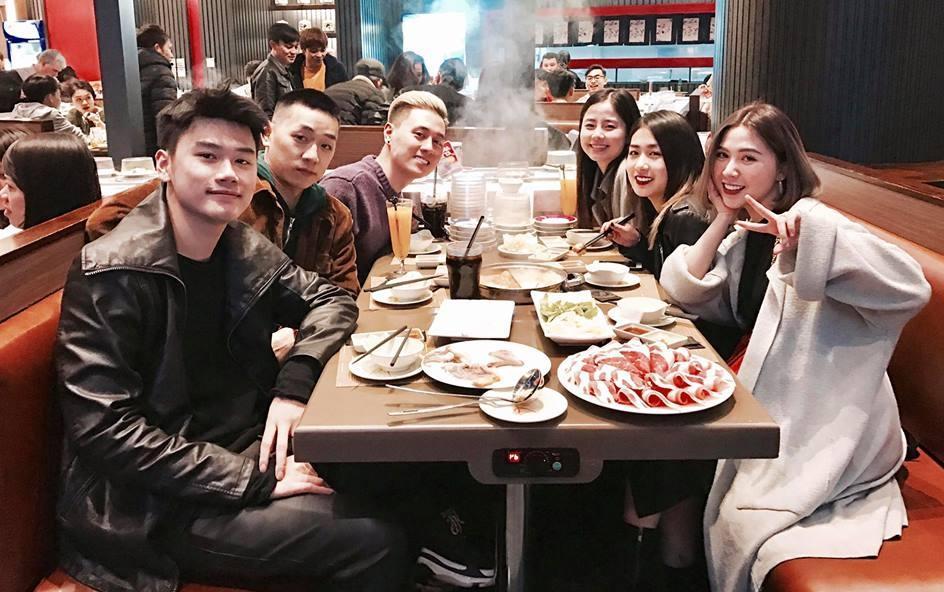 Hot girl - hot boy Việt: Duy Alex quay clip cover siêu ngọt gửi bạn gái nhân dịp Valentine-2