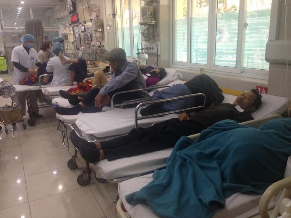 Cận Tết, Bệnh viện Bạch Mai vỡ trận, bác sĩ kiệt sức vì cấp cứu-10