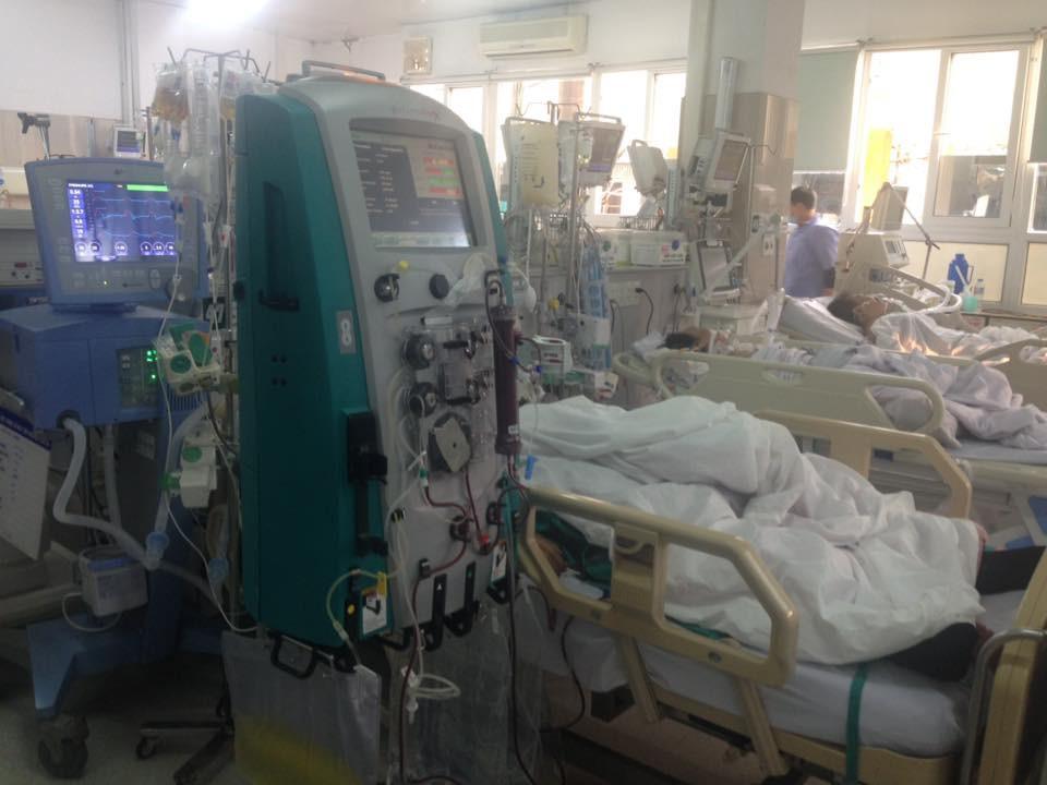 Cận Tết, Bệnh viện Bạch Mai vỡ trận, bác sĩ kiệt sức vì cấp cứu-4