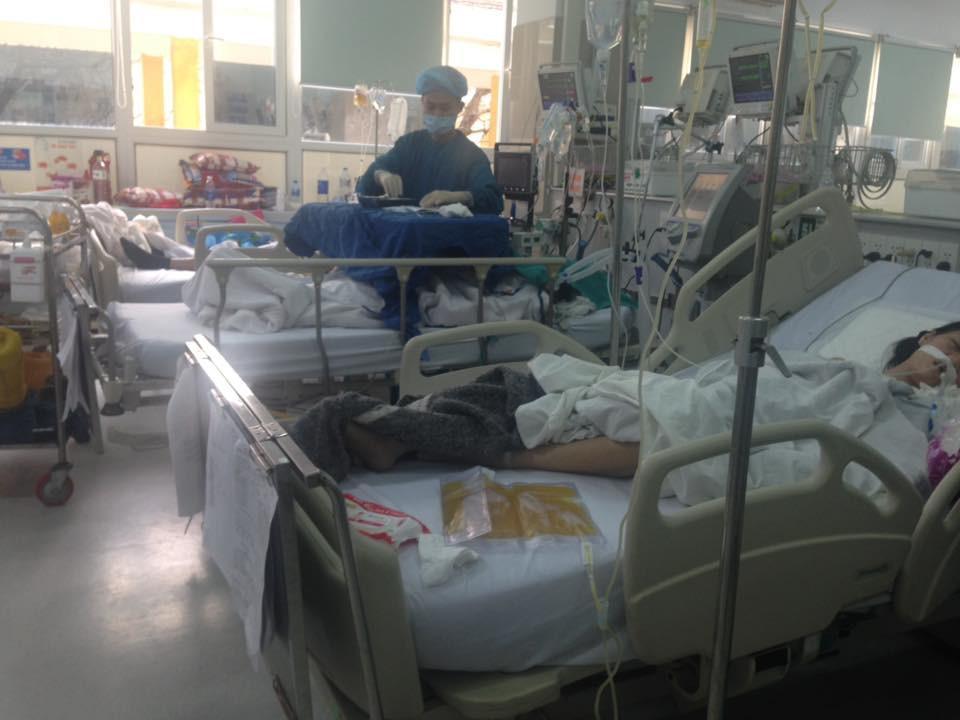 Cận Tết, Bệnh viện Bạch Mai vỡ trận, bác sĩ kiệt sức vì cấp cứu-5