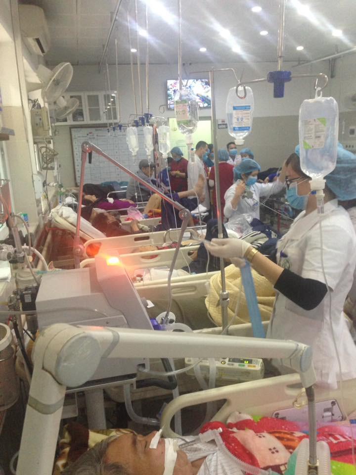 Cận Tết, Bệnh viện Bạch Mai vỡ trận, bác sĩ kiệt sức vì cấp cứu-7