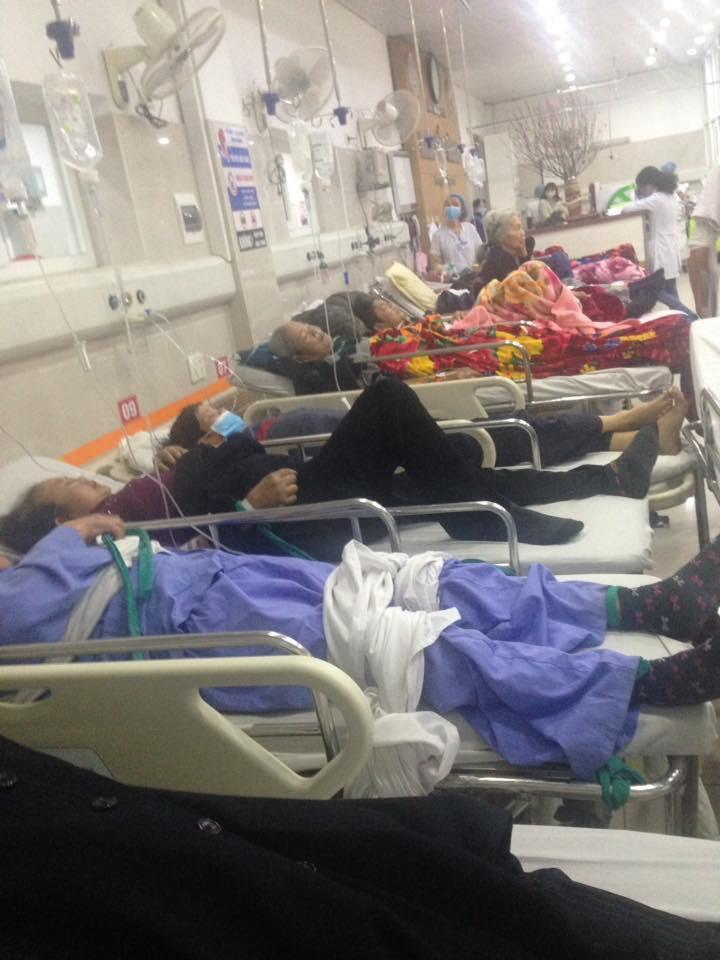 Cận Tết, Bệnh viện Bạch Mai vỡ trận, bác sĩ kiệt sức vì cấp cứu-8