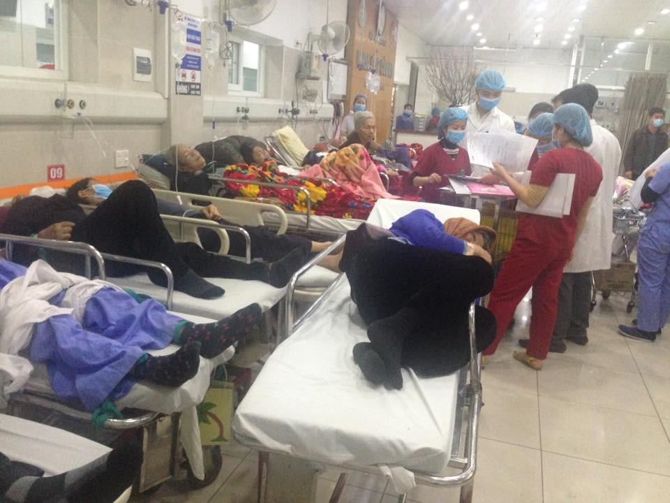 Cận Tết, Bệnh viện Bạch Mai vỡ trận, bác sĩ kiệt sức vì cấp cứu-9