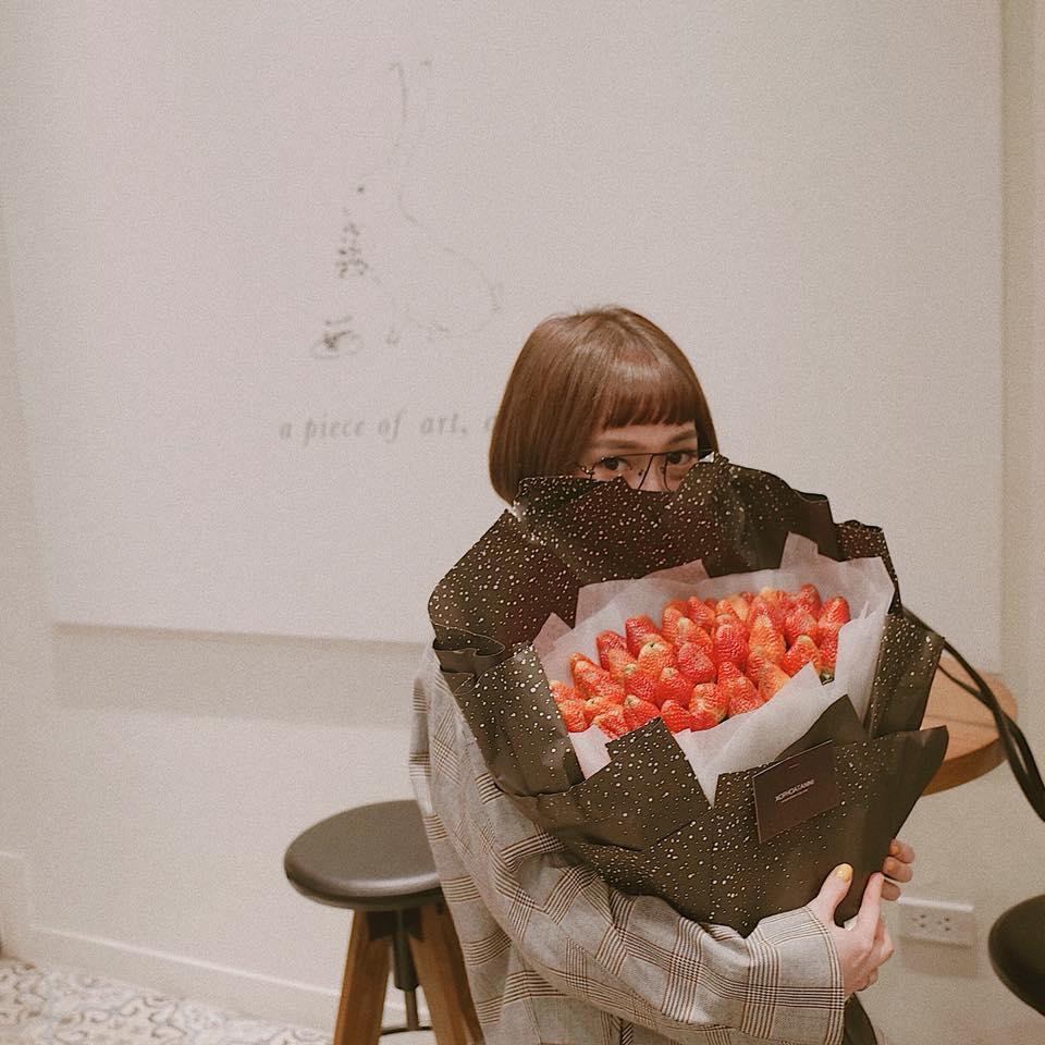Hot girl - hot boy Việt: Bức ảnh Bùi Tiến Dũng tay dao tay thớt đứng bán thịt lợn thu hút triệu lượt xem-3