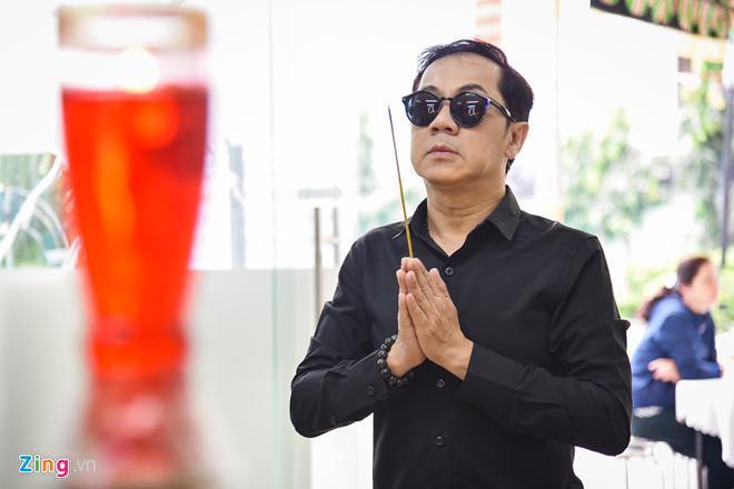 NSƯT Thành Lộc tới thắp hương, đưa tiễn Nguyễn Hậu sáng 30 Tết-1