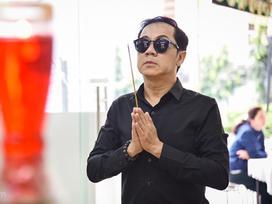 NSƯT Thành Lộc tới thắp hương, đưa tiễn Nguyễn Hậu sáng 30 Tết