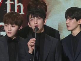 Trao giải cả Kpop, 'Gaon Chart Music Awards 2017' vẫn không hết nhạt vì thiếu BTS - EXO