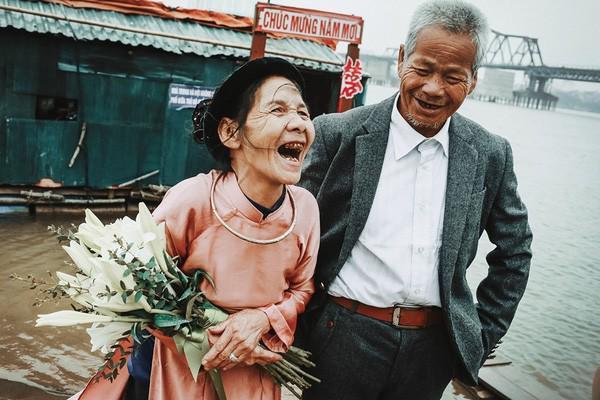 Đêm giao thừa tròng trành của đôi vợ chồng già ở bãi sông Hồng-2