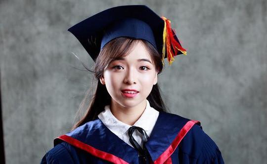 Những nữ thủ khoa xinh đẹp tốt nghiệp đại học năm 2017-2