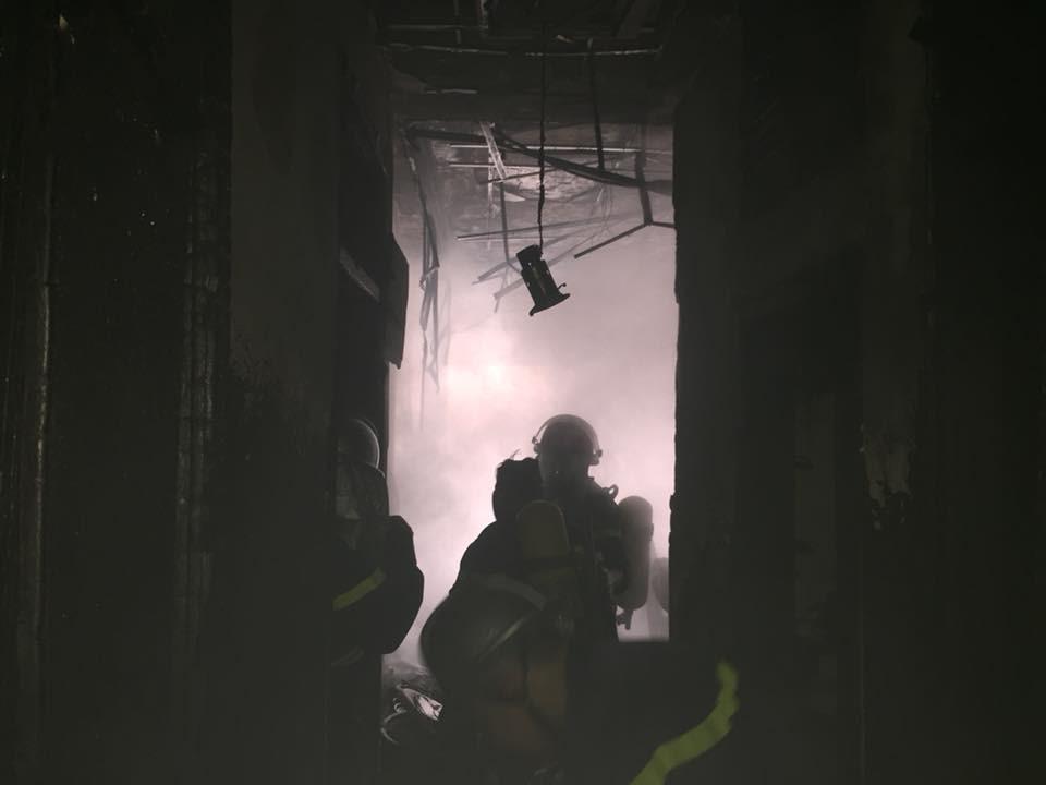 Mùng 2 Tết bà hỏa ghé thăm, một dãy nhà ở Hà Nội bị thiêu rụi-2