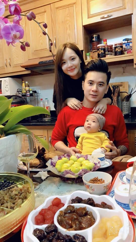 Hot girl - hot boy Việt: Trang Cherry vietsub hit Người lạ ơi! của Karik bằng 2 thứ giọng-2