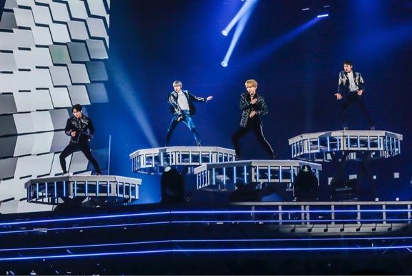 SHINee khóc như mưa trong concert đầu tiên kể từ ngày Jonghyun mất-1