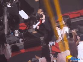 Nayeon (TWICE) đáng yêu khi cố tặng hoa cho IU sau 'thất bại lần một'