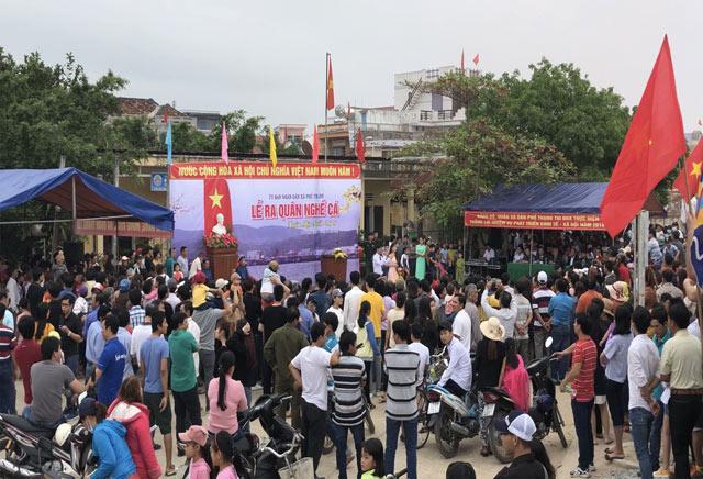Ngàn người xem lễ xông biển đầu năm ở cửa biển Sa Huỳnh-1