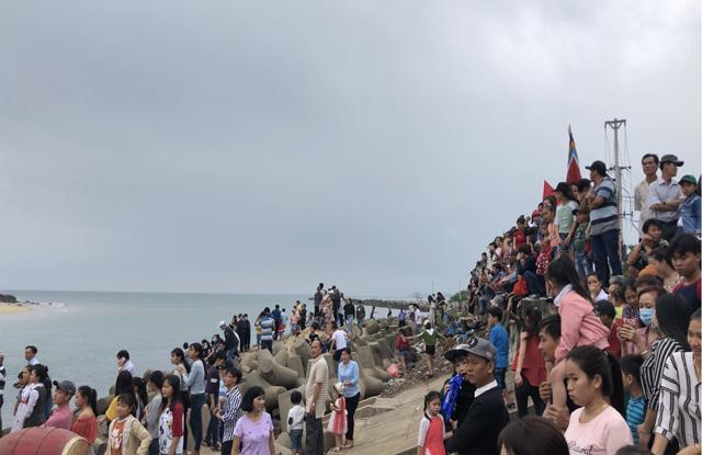 Ngàn người xem lễ xông biển đầu năm ở cửa biển Sa Huỳnh-3