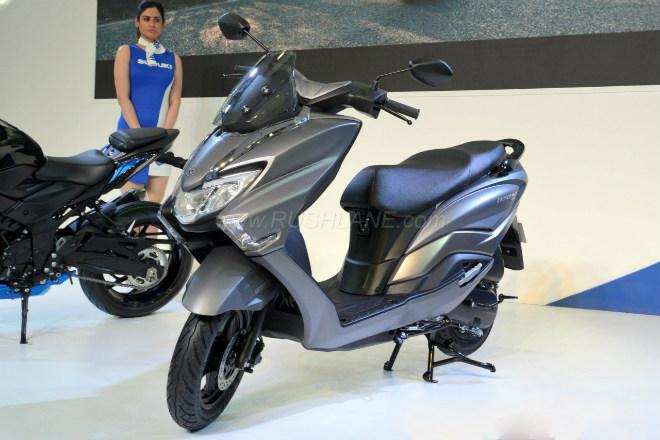 2018 Suzuki Burgman Street kình nhau với Yamaha NMAX-1