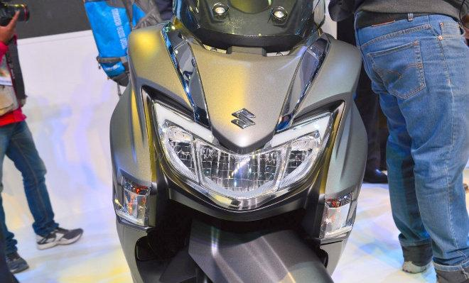 2018 Suzuki Burgman Street kình nhau với Yamaha NMAX-3
