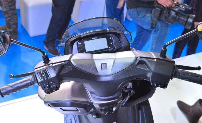 2018 Suzuki Burgman Street kình nhau với Yamaha NMAX-4