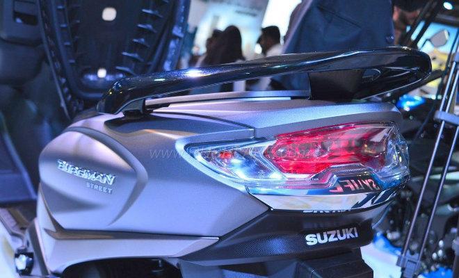 2018 Suzuki Burgman Street kình nhau với Yamaha NMAX-6