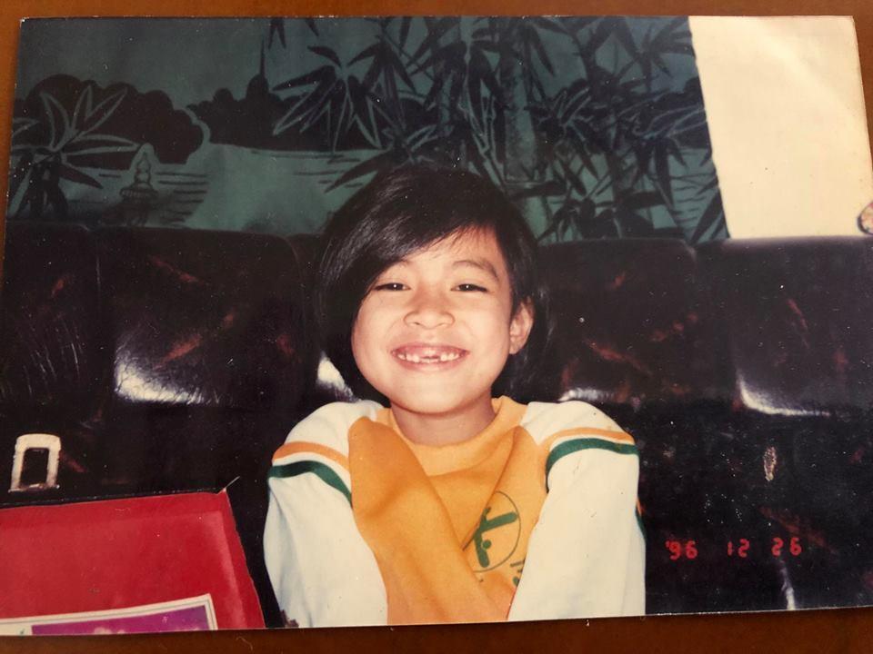 Tin sao Việt: Hoàng Thùy Linh bật mí khoảnh khắc ấu thơ răng sún-1