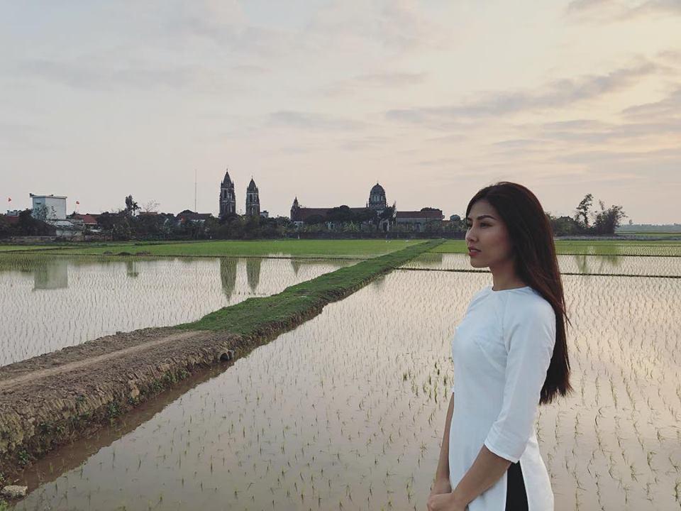 Tin sao Việt: Hoàng Thùy Linh bật mí khoảnh khắc ấu thơ răng sún-7