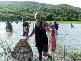 Độc đáo lễ hội đánh cá cầu may dưới chân núi Hồng Lĩnh