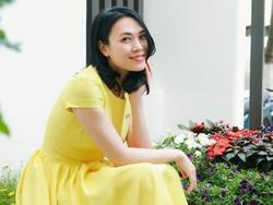 Mùng 3 Tết: Mỹ Tâm diện váy vàng nổi bật, đối lập dàn sao Việt mải mê với tông đen