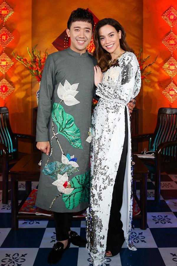 Mới đầu năm Hồ Ngọc Hà đã đụng hàng áo dài với Hoa hậu Kỳ Duyên-4