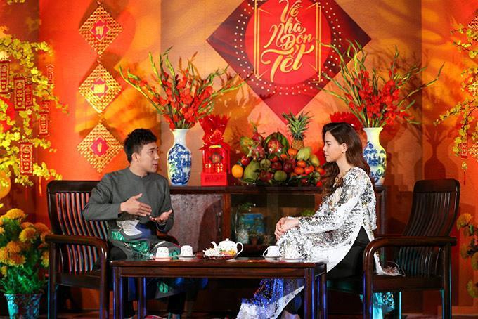 Mới đầu năm Hồ Ngọc Hà đã đụng hàng áo dài với Hoa hậu Kỳ Duyên-5