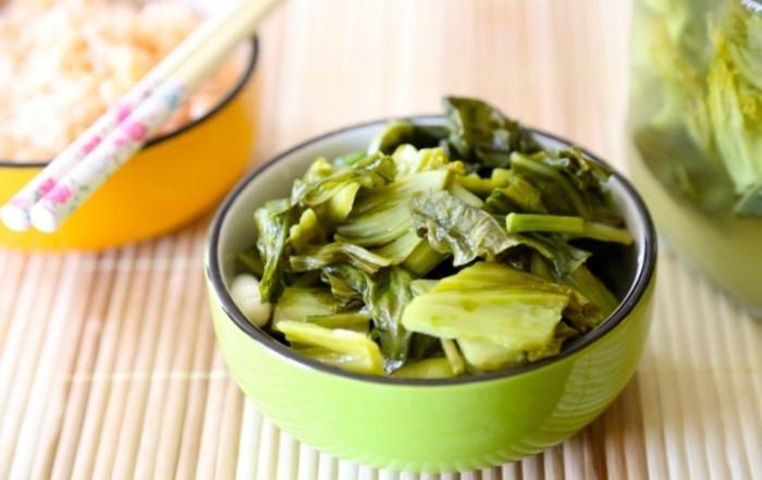 Nguy cơ ung thư, ngộ độc khi ăn quá nhiều dưa hành muối ngày Tết-1