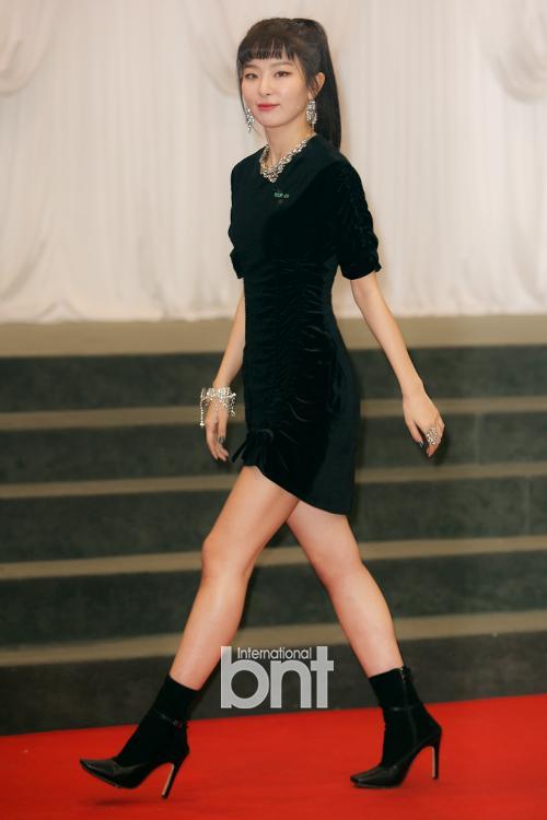 4 nữ thần tượng sinh năm 1994 không chỉ xinh đẹp mà còn có gu thời trang sành điệu nhất Kpop-7