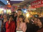 Đi lễ chùa đầu năm, đội phó Duy Mạnh của U23 Việt Nam được fans nữ xếp hàng xin chụp ảnh