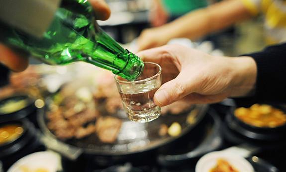 Để tránh uống rượu dịp Tết, tôi phải bịa ra việc từng bị vợ đánh!-1
