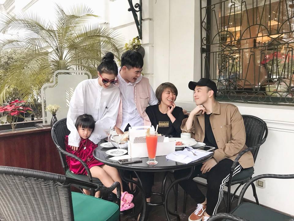 Hot girl - hot boy Việt: Minh Châu hội ngộ Trung Dũng Sĩ cùng song ca phía sau vô lăng-6