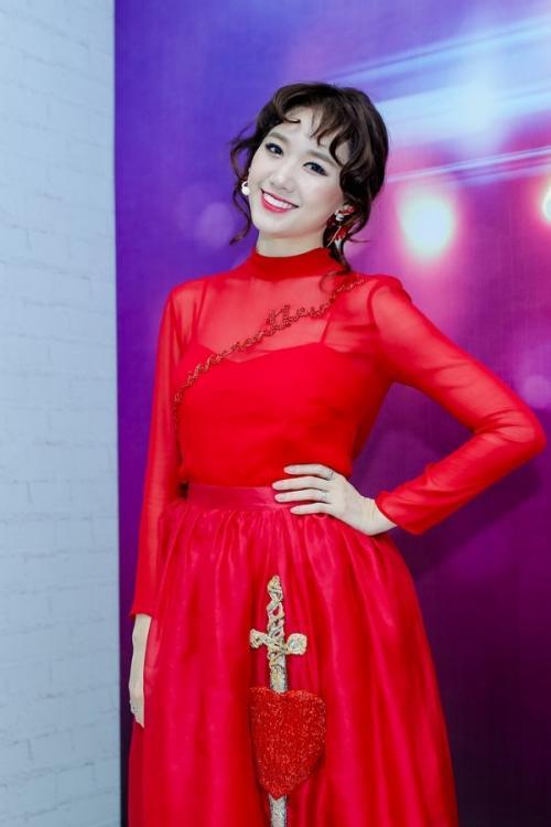 Bí quyết trang điểm 'không tuổi' của bà xã Trấn Thành ở đời thường và trên thảm đỏ-5