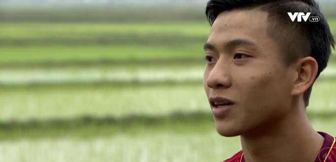 Tự sự ngày trở về của các cầu thủ U23 Việt Nam: Chỉ mong chiếc xe buýt đi mãi như thế!-4