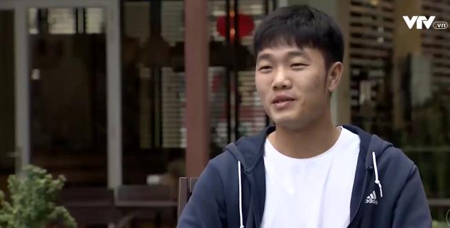 Tự sự ngày trở về của các cầu thủ U23 Việt Nam: Chỉ mong chiếc xe buýt đi mãi như thế!-5