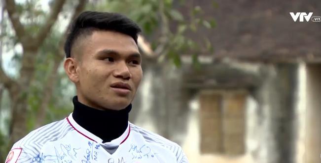 Tự sự ngày trở về của các cầu thủ U23 Việt Nam: Chỉ mong chiếc xe buýt đi mãi như thế!-10