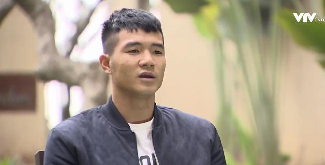 Tự sự ngày trở về của các cầu thủ U23 Việt Nam: Chỉ mong chiếc xe buýt đi mãi như thế!-11