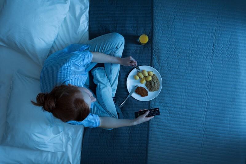 Điểm mặt những thói quen ăn uống khiến dạ dày kêu cứu-2