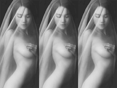 Ngọc Trinh tung ảnh bán nude đẹp 'quên sầu' ngay đầu năm