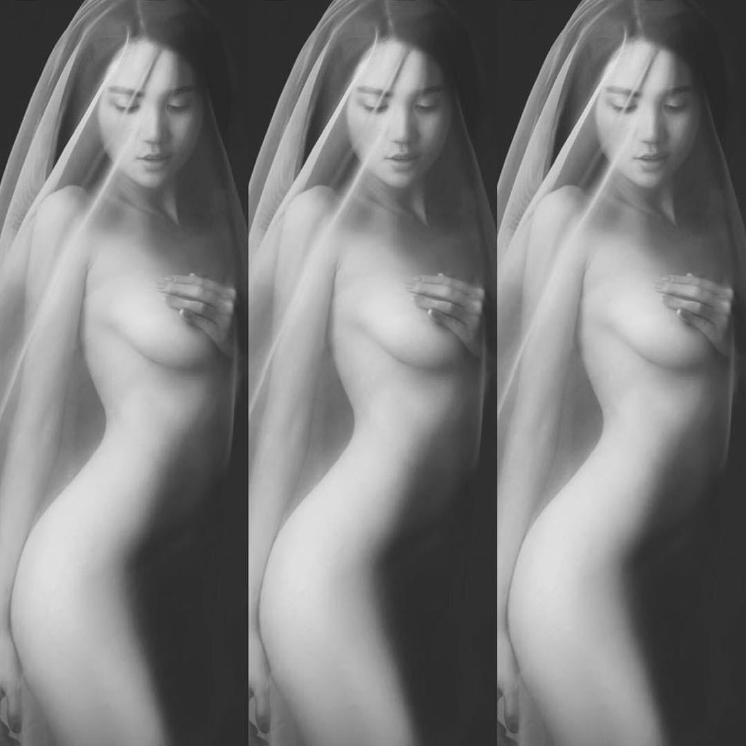 Ngọc Trinh tung ảnh bán nude đẹp quên sầu ngay đầu năm-1