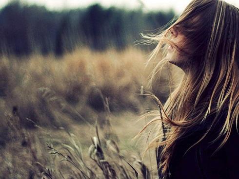 Điều mạnh mẽ nhất em làm được chính là không rơi nước mắt vì anh