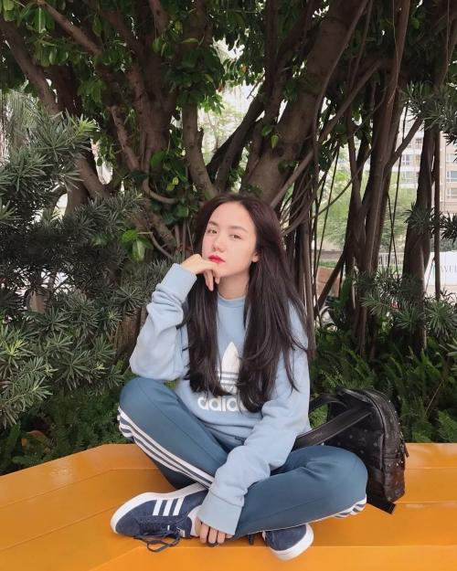 Lê Hà khoe vòng 3 to bất ngờ trước nghi vấn mang thai, Khánh Linh khoe vòng 1 dù body 'trước sau như một'-12