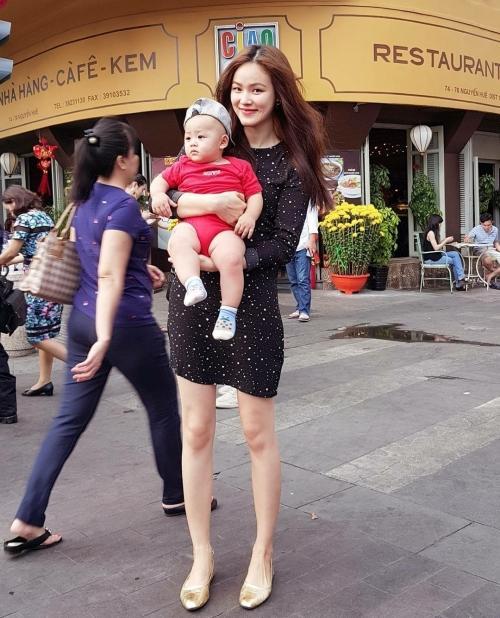 Lê Hà khoe vòng 3 to bất ngờ trước nghi vấn mang thai, Khánh Linh khoe vòng 1 dù body 'trước sau như một'-13