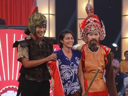 Cha con tướng quân gây 'hoang mang' với hàng loạt diễn viên quần chúng