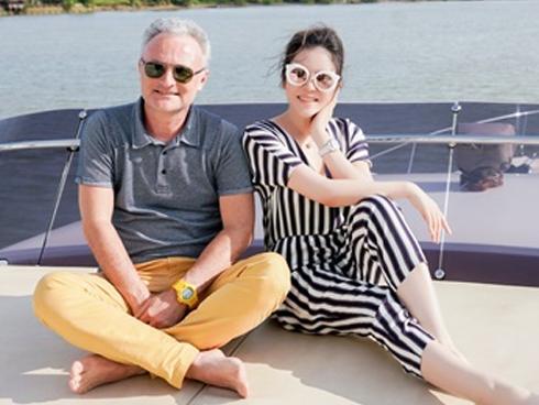 Lý Nhã Kỳ dùng du thuyền triệu đô đưa gia đình nhà sản xuất phim Marc Missonnier vãn cảnh Sài Gòn