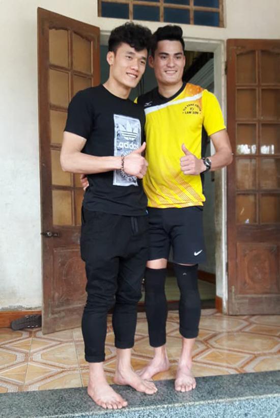 Bùi Tiến Dũng so tài cùng hot boy điền kinh Quách Công Lịch trên sân bóng chuyền-1